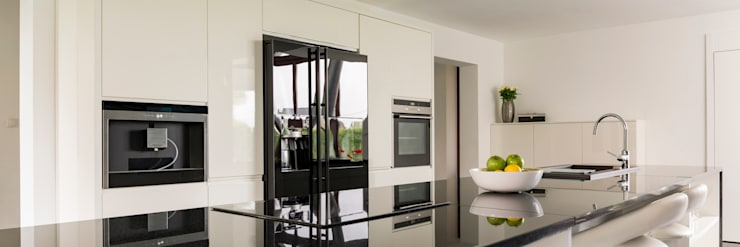 Absolute Black Granite Countertop:  Kitchen by Flodeal Inc.