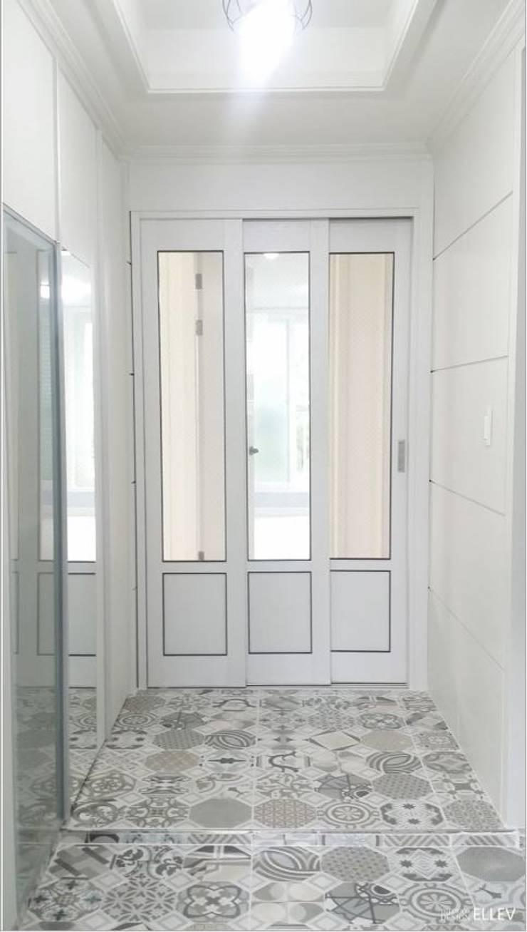 부산 해운대구 좌동 아파트 인테리어: 엘레브 디자인의  복도 & 현관