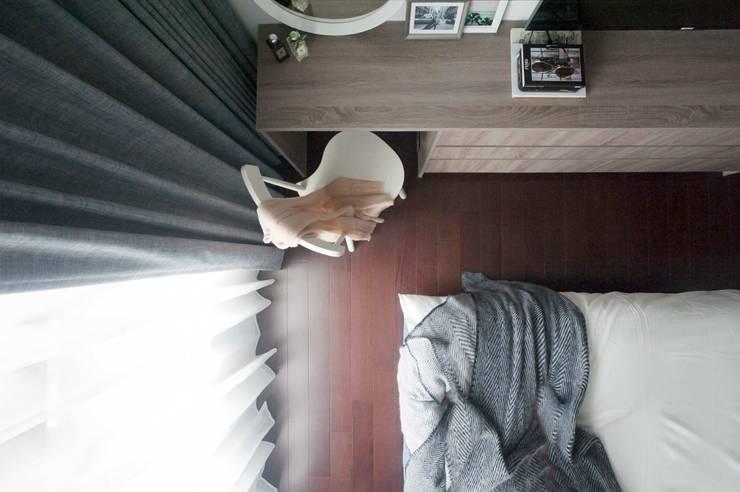 舒適機能空間:  臥室 by 昕益有限公司
