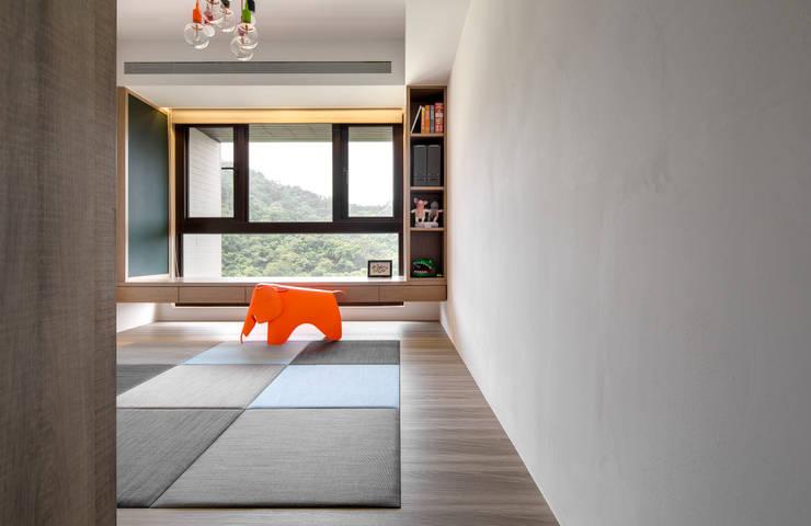 舒適機能空間:  嬰兒/兒童房 by 昕益有限公司