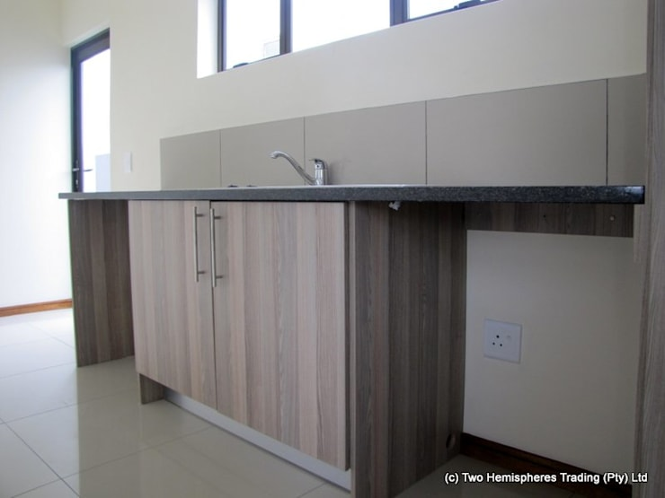 Midrand Site 2:  Kitchen by Drake Williams Decor