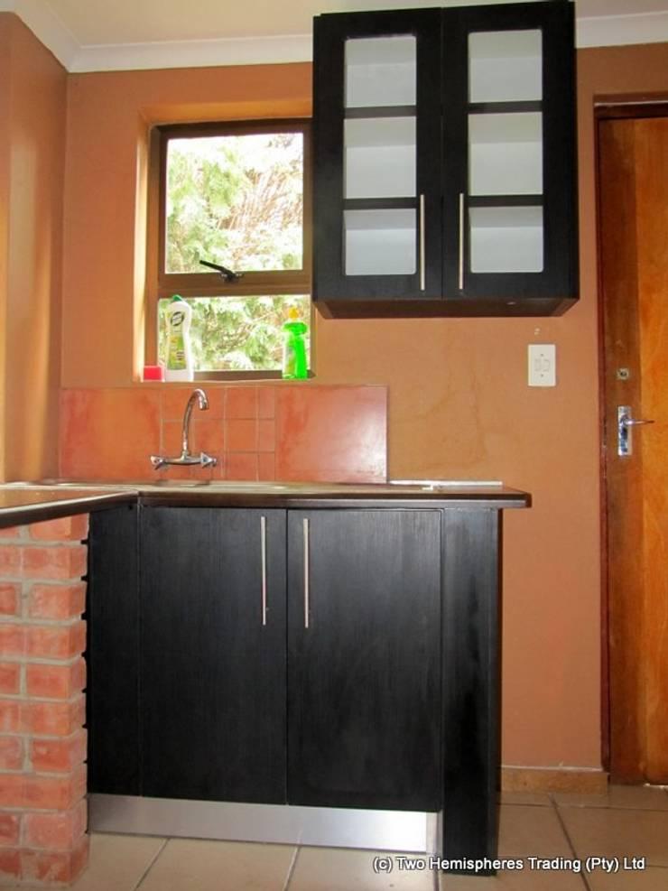 Edenvale Site 1:  Kitchen by Drake Williams Decor