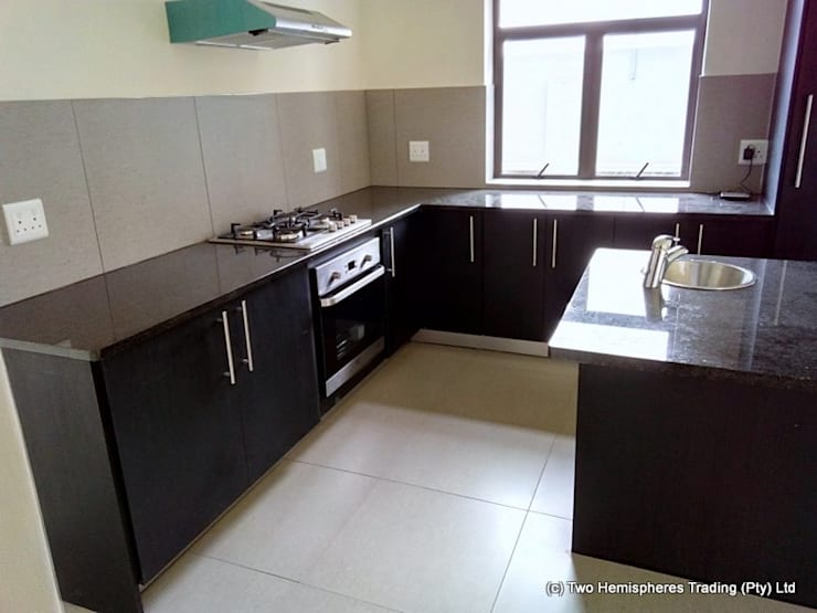 Midrand Site 4:  Kitchen by Drake Williams Decor