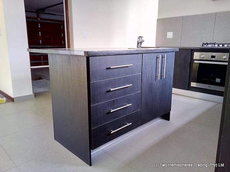 Midrand Site 4:  Built-in kitchens by Drake Williams Decor