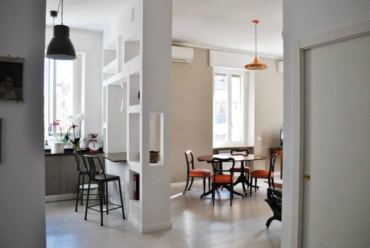TRIESTE HOUSE: Sala da pranzo in stile  di ULA architects