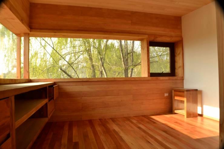 Pieza principal.: Dormitorios de estilo  por PhilippeGameArquitectos