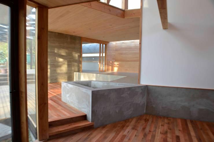 Casa Sauce: Livings de estilo  por PhilippeGameArquitectos