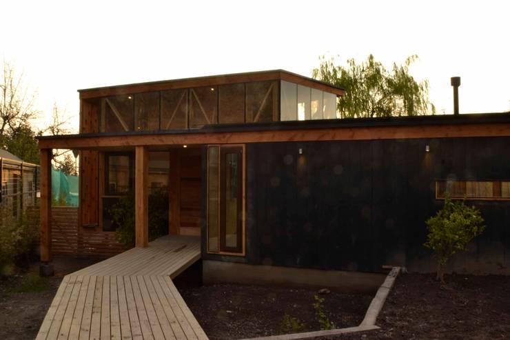 Acceso: Casas de estilo  por PhilippeGameArquitectos