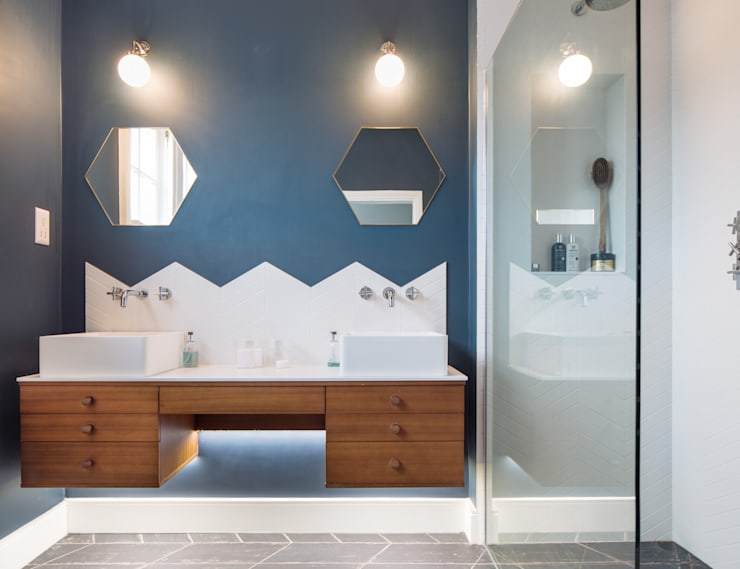 Bathroom: modern Bathroom by Thomas & Spiers Architects