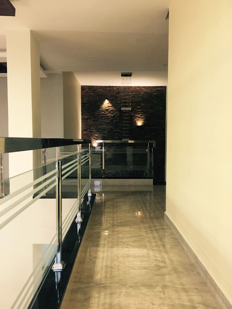 Dr.Sudhakar's Residence,Tirupathi:  Corridor & hallway by M/s Studio7 Architects