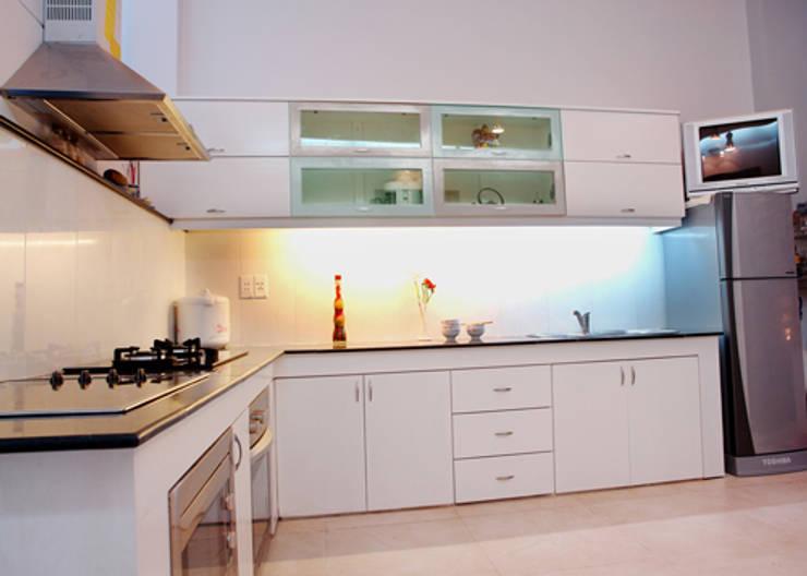 Phòng bếp đầy đủ tiện nghi :  Phòng ăn by Công ty TNHH Thiết Kế Xây Dựng Song Phát