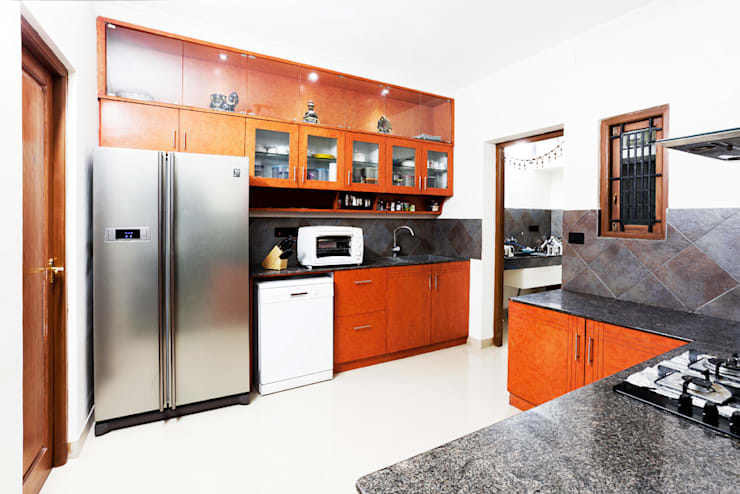 Saravanan Residence:  Kitchen units by M/s Studio7 Architects