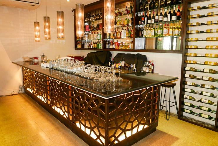 Black Galaxy Granite Bar Counter at Kayu: classic Kitchen by Stone Depot