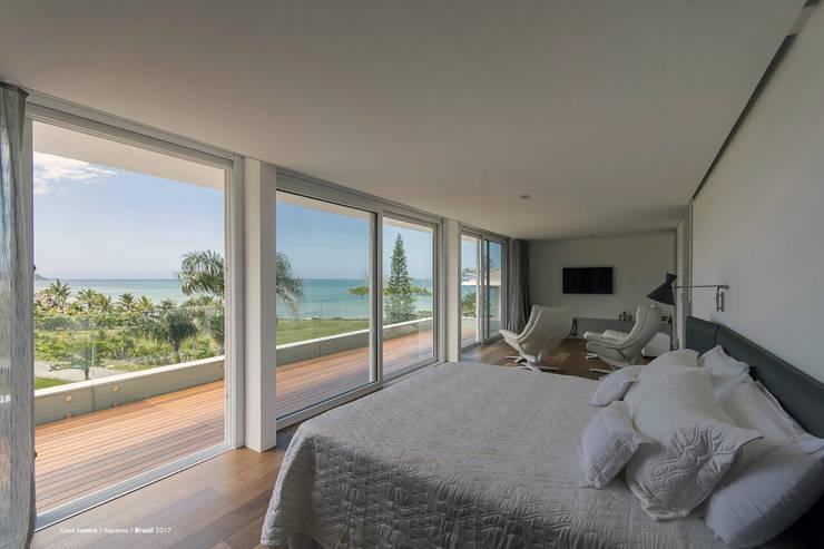 Casa cuatro : Dormitorios de estilo  por Diego Jobell Arquitectos