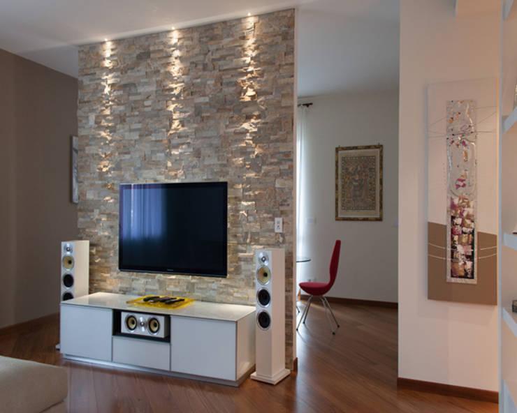 غرفة المعيشة تنفيذ ARCHITAG studio Architettura Torino