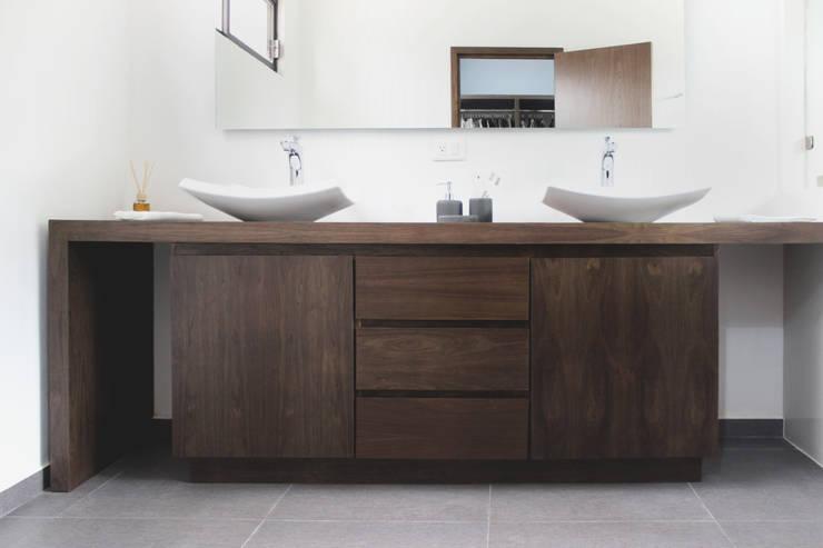 Residencia YK : Baños de estilo  por Molcajete Arquitectura Interiores Diseño
