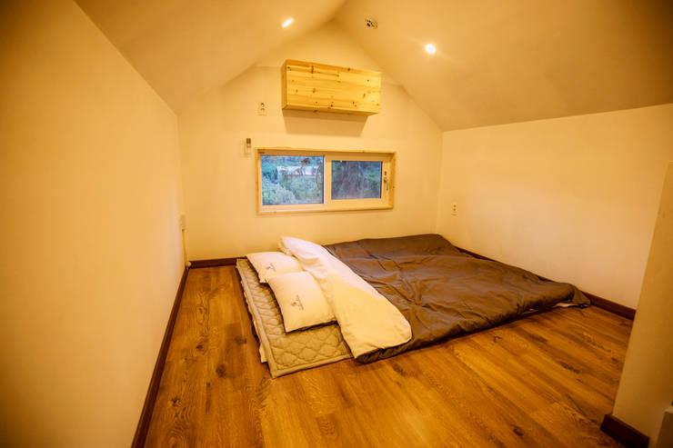 2번방 복층: 쉬폰의  방
