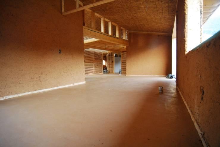 남해 주택: 루아건축사사무소의  거실,