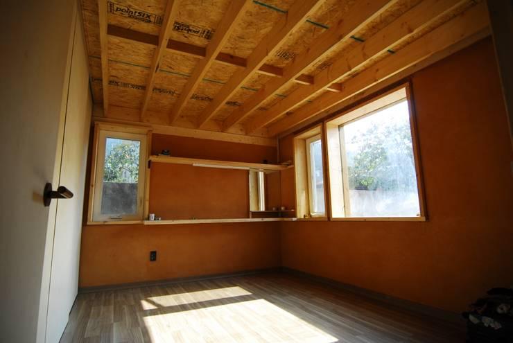 남해 주택: 루아건축사사무소의  ,