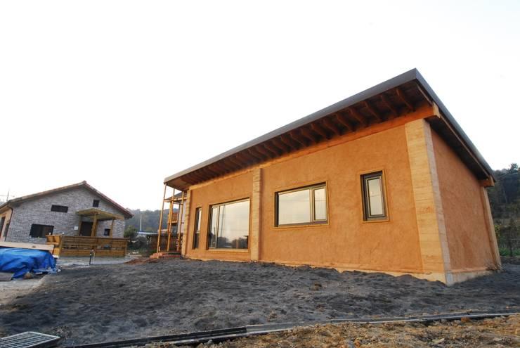 고산 주택: 루아건축사사무소의  주택,