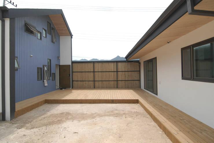 금산 별무리: 루아건축사사무소의  주택,모던