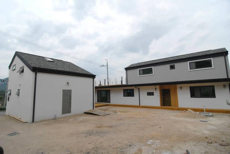 금산 별무리: 루아건축사사무소의  주택