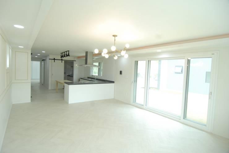 금산 별무리: 루아건축사사무소의  거실