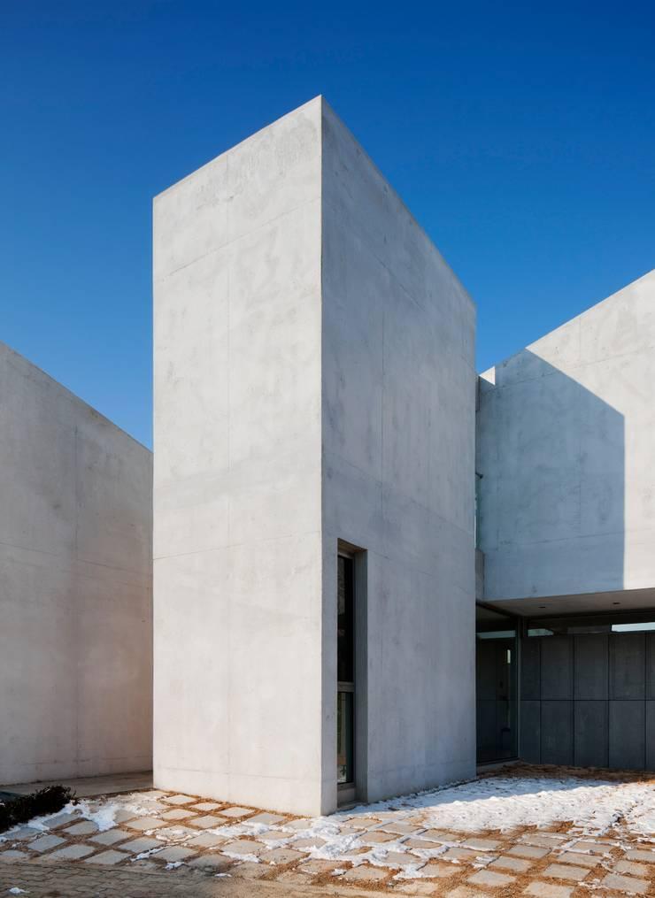 내밀우주 (광주 수완 단독주택): L'eau Design의  주택,