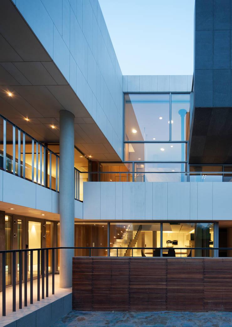 Houses by L'eau Design, Modern