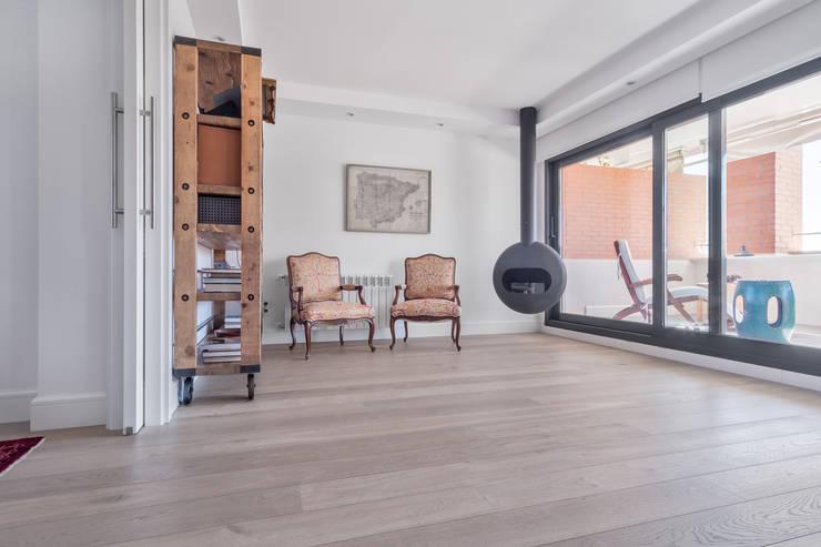 Living room by Tarimas de Autor,