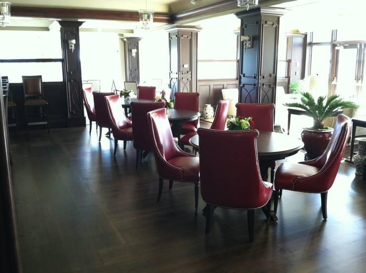 Dining room by Shine Star Flooring