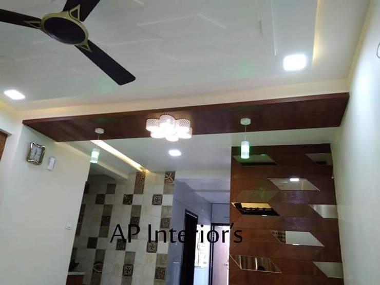 Interiors:  Corridor & hallway by Studio An-V-Thot Architects Pvt. Ltd.