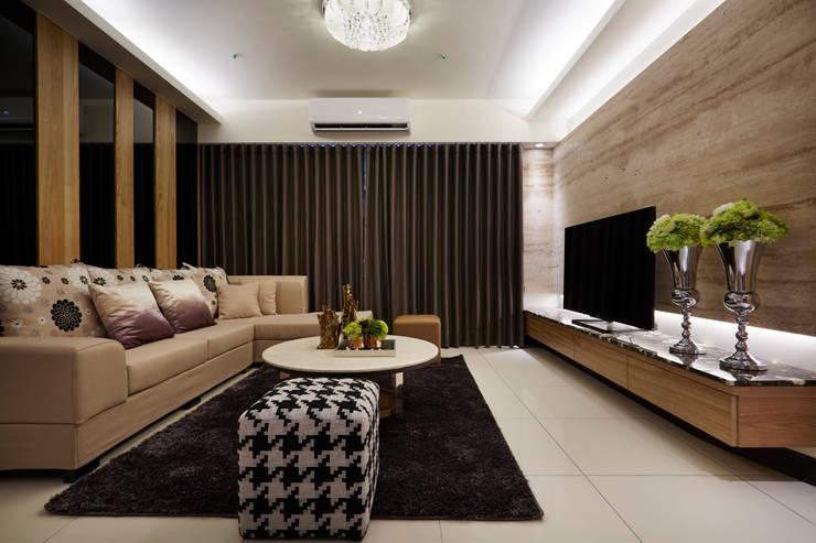 Hoteles de estilo  por 雅和室內設計