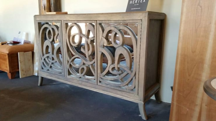 Hand carved sideboard with mirror:  Living room by MELLOWOOD Furniture