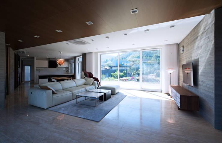 광주 서창동 1.4리터 패시브하우스 – 부모님집: (주)자림이앤씨건축사사무소의  거실