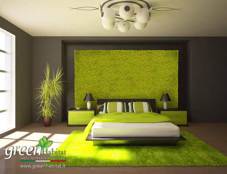 CAMERA DA LETTO CON GIARDINO VERTICALE: Camera da letto in stile  di Green Habitat s.r.l.