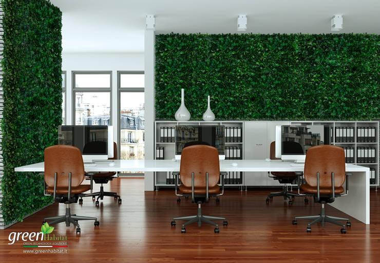 Rivestimento dell'intero ufficio con Wall forest Hedera: Studio in stile  di Green Habitat s.r.l.