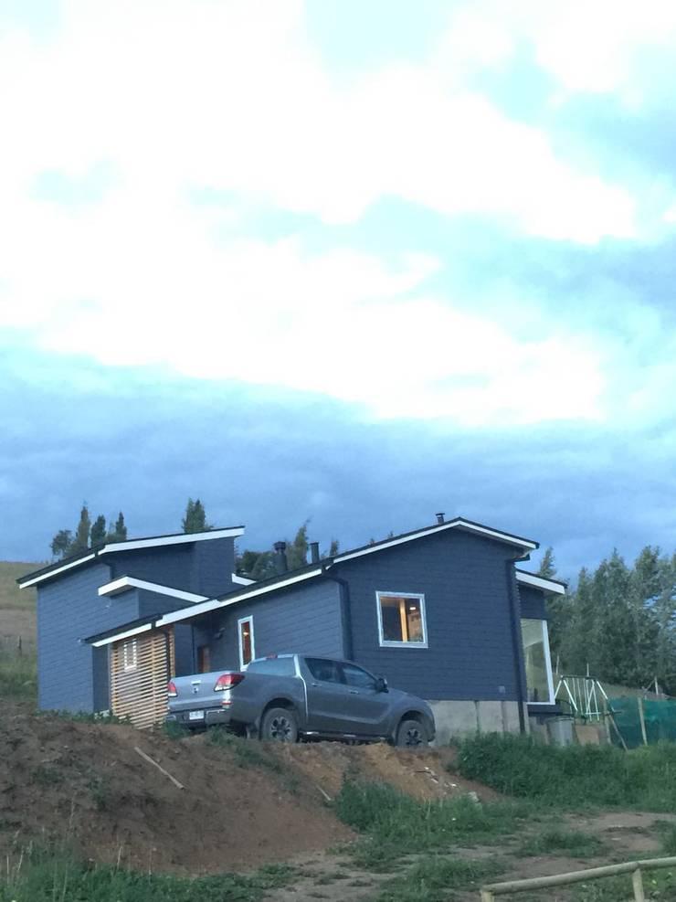Fachada sur: Casas unifamiliares de estilo  por casa rural