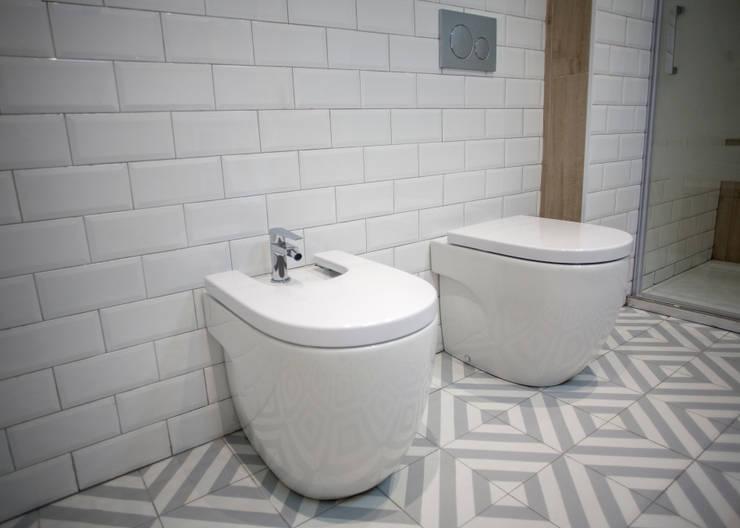 Baños de estilo  por Grupo Inventia