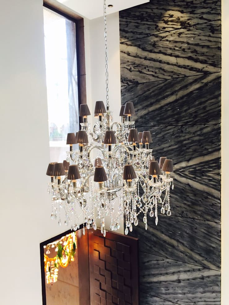 Ashok Vihar Residence - Lighting :  Corridor & hallway by Jainsons Emporio