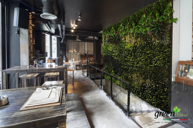 SALA RISTORANTE GIARDINO EMOZIONALE: Sala da pranzo in stile  di Green Habitat s.r.l.