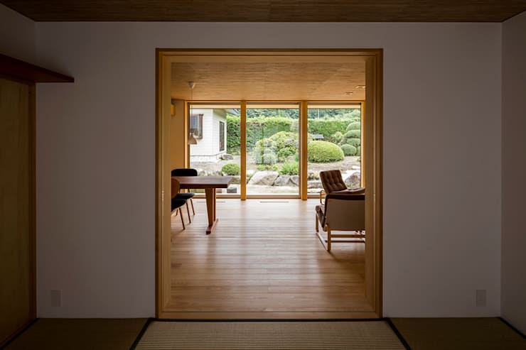 Salas multimedia de estilo  de 中山大輔建築設計事務所/Nakayama Architects,