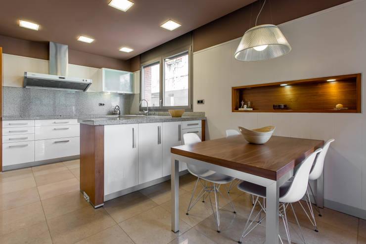 modern Kitchen by Decara