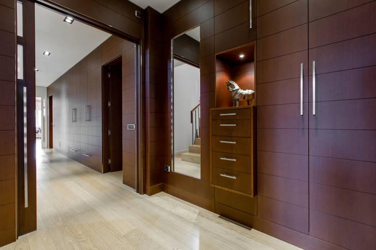 Corridor & hallway by Decara