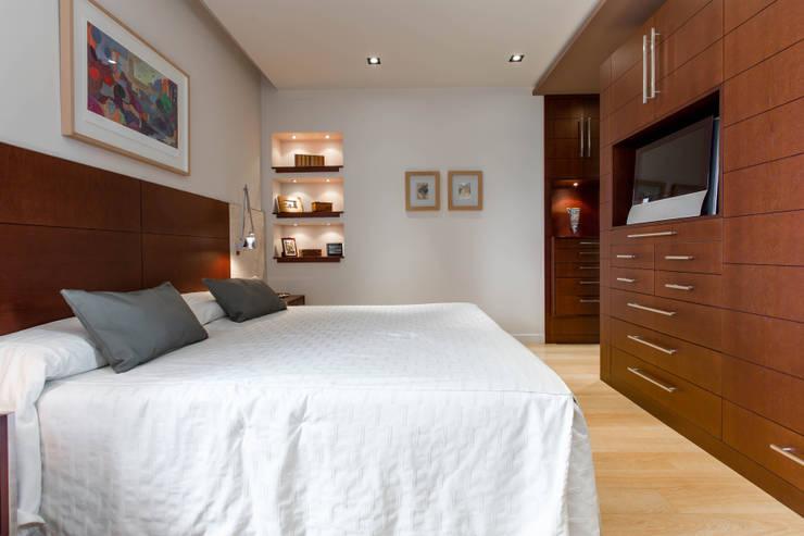 modern Bedroom by Decara