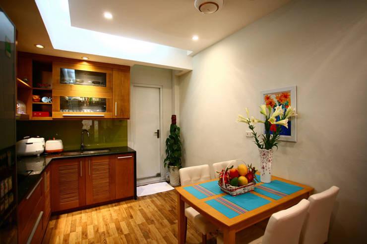 Bố trí nội thất phòng khách và phòng bếp:  Tủ bếp by Công ty TNHH Xây Dựng TM – DV Song Phát