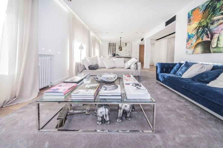 modern Living room by DOMUS NOVA