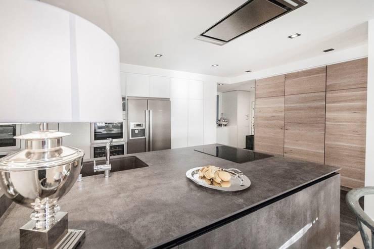 modern Kitchen by DOMUS NOVA
