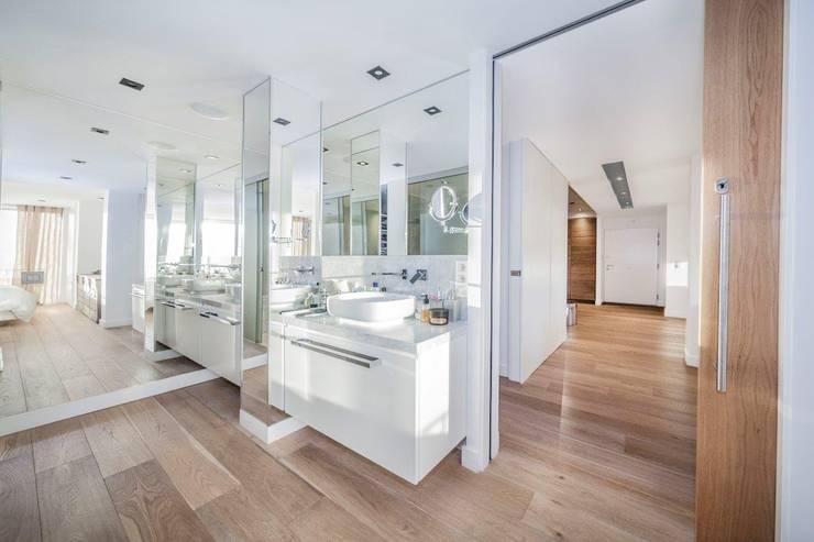 modern Bathroom by DOMUS NOVA