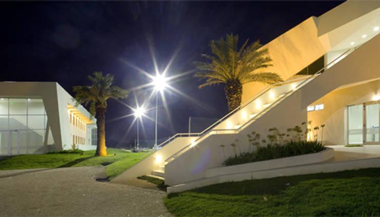 BS.AS. FOOTBALL: Bares y Clubs de estilo  por Speziale Linares arquitectos,Moderno Hormigón
